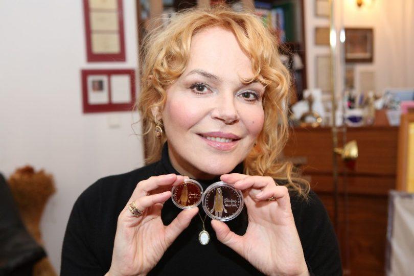 Dagmar Havlová představuje medaili Olbrama Zoubka